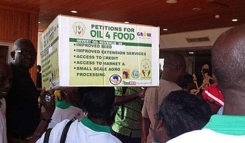 Ghana : 20 000 exploitants agricoles revendiquent une part des revenus pétroliers pour financer l'agriculture